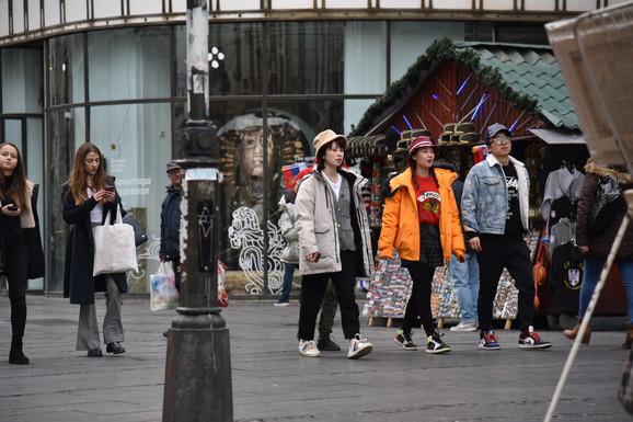 Kinezi su danas šetali bez maski