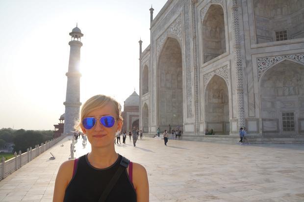 Natalia Tyczyńska na tyłach Tadź Mahal