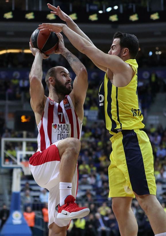 Košarkaši Fenerbahčea su zaustavili Spanulisa