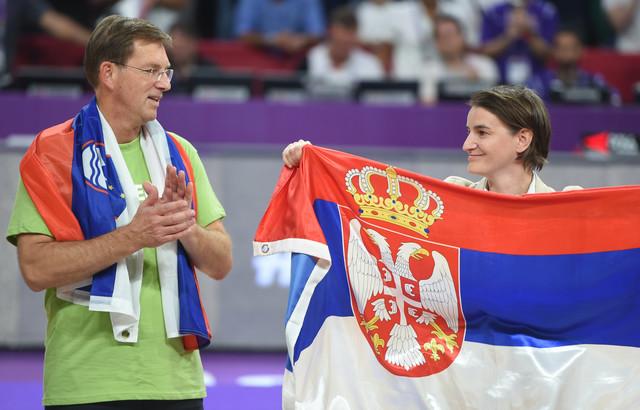 Ana Brnabić je sa slovenačkim premijerom Mirom Cerarom dočekala aktere finala koje su čekale medalje