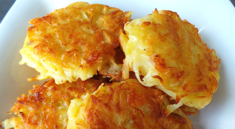We finally tried this simple hash browns recipe and yes, they are yummy!
