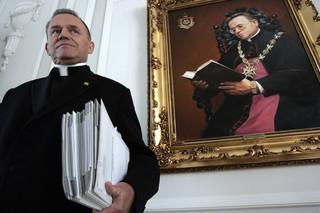 Stoczniowcy bronią księdza Jankowskiego