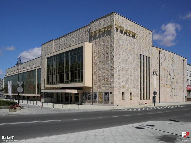 Teatr w Radomiu By Rafał T (fotopolska.eu) [CC BY 3.0 (http://creativecommons.org/licenses/by/3.0)], via Wikimedia Commons
