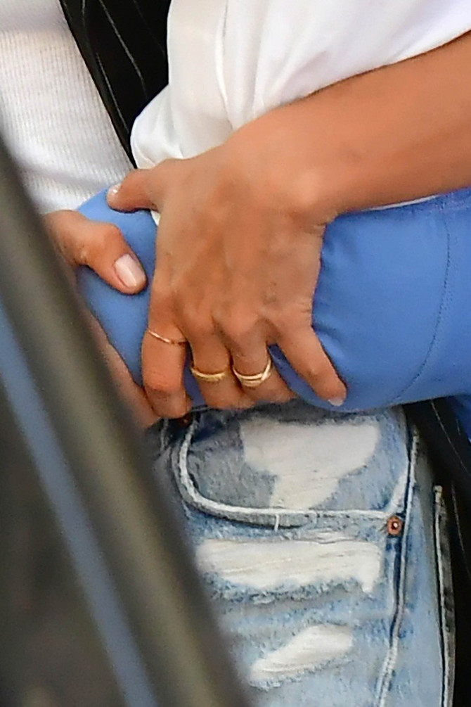 Intrigantno prstenje na ruci Irine Šajk
