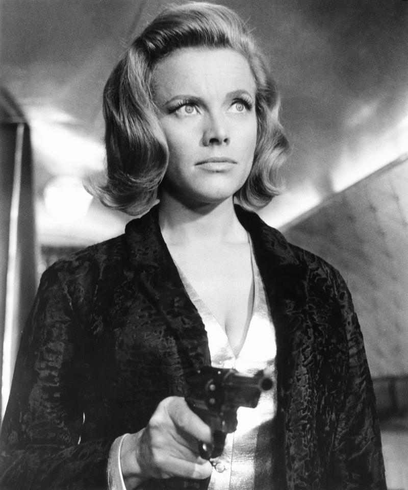 "Honor Blackman jako Pussy Galore, ""Goldfinger"" (1964)"