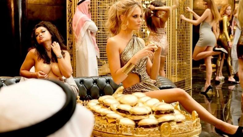 Kadr z filmu Dziewczyny z Dubaju