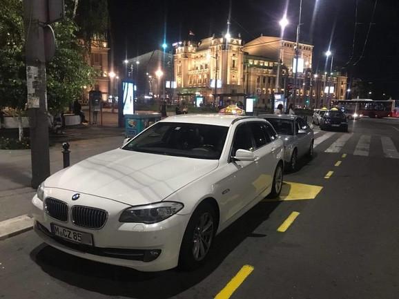 Taksi sa stranim tablicama