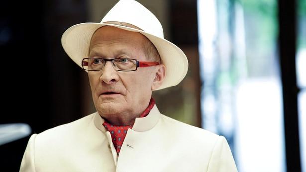 """Wojciech Pszoniak jako Prof. Karloff w filmie """"Wygrany"""" (2011)"""