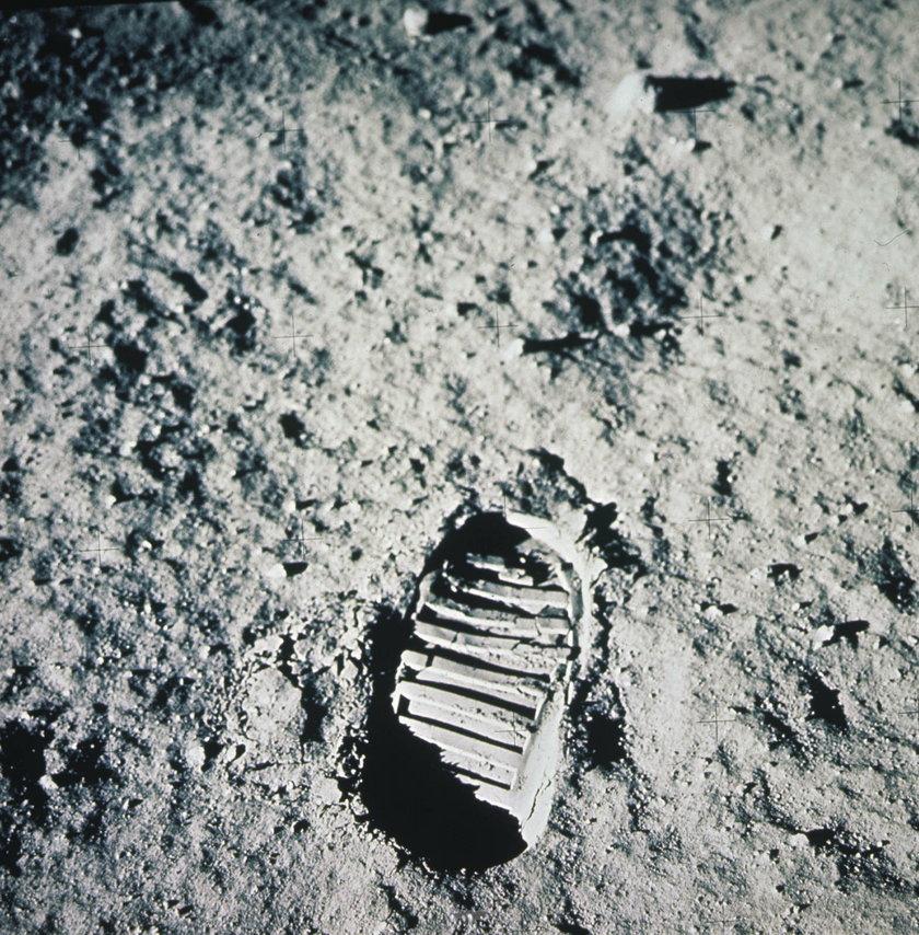 Ślady na Księżycu