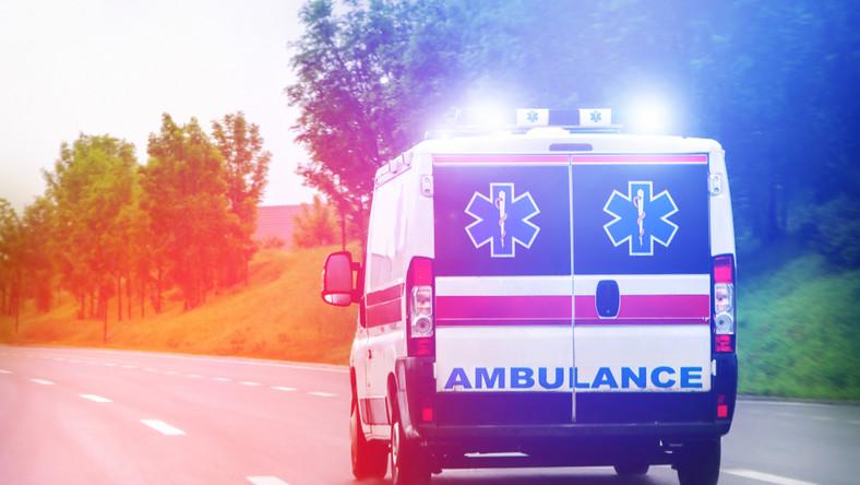 Karetka na sygnale. Ambulans