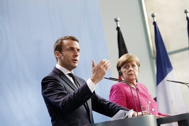 """Korespondent dziennika """"Le Figaro"""" zwraca uwagę na """"kontrast (między wizytą Macrona) a chłodem, jaki bił z początkowej fazy współpracy Merkel z (poprzednim prezydentem Francji Francois) Hollande'em""""."""