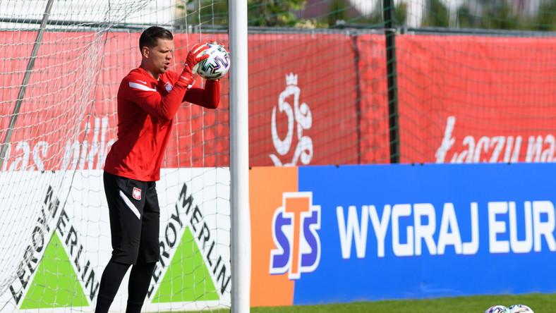 Bramkarz piłkarskiej reprezentacji Polski Wojciech Szczęsny podczas treningu kadry w Opalenicy