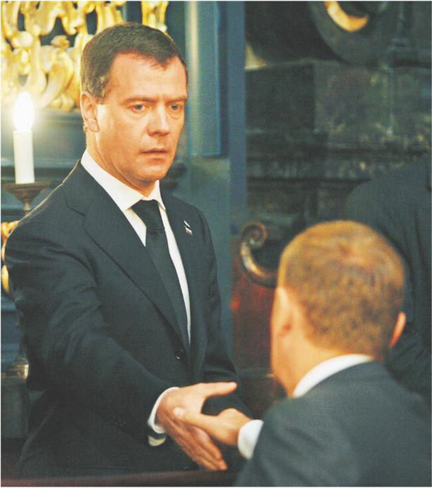 Donald Tusk i Dmitrij Miedwiediew podczas wczorajszej mszy żałobnej w Krakowie Fot. Radek Pietruszka/PAP