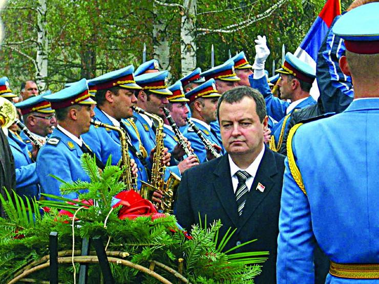 280330_loznica03-obelezena-godisnjica-stradanja-civila-u-jadru-premijer-dacic-polozio-venac-foto-s