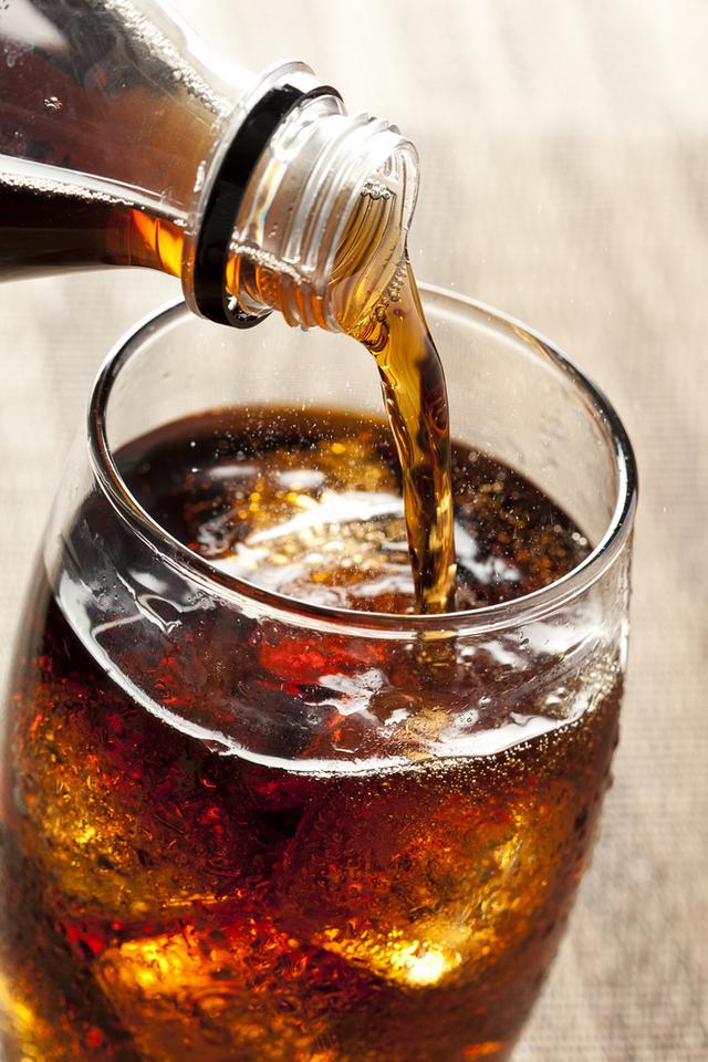 Produkty, które wywołują zgagę: napoje gazowane