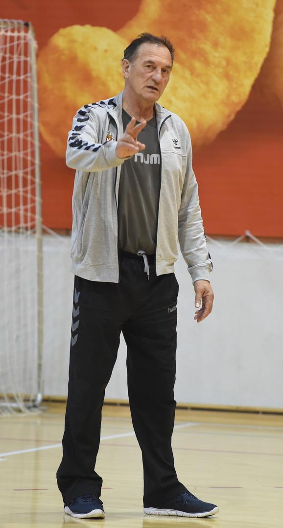Ljubomir Obradović na treningu najboljih odbojkašica Srbije