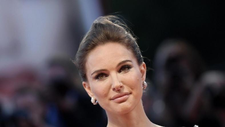 """Wczoraj wieczorem aktorka wzięła udział w premierze filmu """"Jackie"""" podczas festiwalu w Wenecji..."""