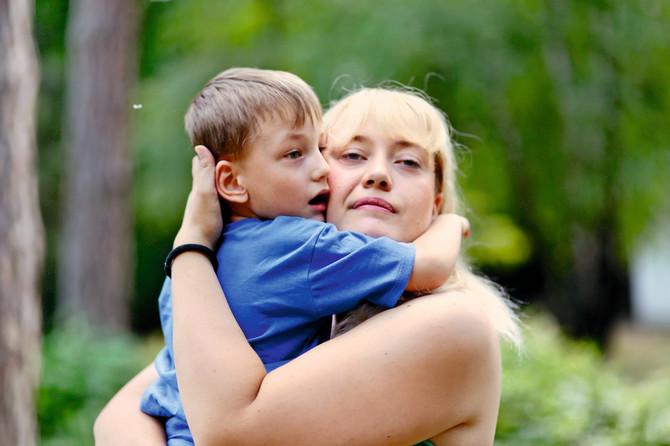 Nikola je veliki borac, mio i topao dečak koji raste okružen ljubavlju svoje porodice. Ona je naš životni učitelj