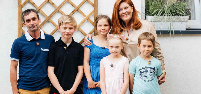 """""""Nasz nowy dom"""" Katarzyna Dowbor i jej ekipa wyremontowali dom samotnego ojca z czwórką dzieci! [ZDJĘCIA]"""