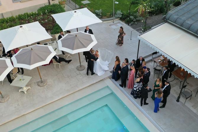 Žurka pored bazena
