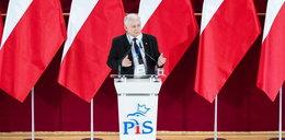 """Koronawirus """"przełożył"""" kongres PiS. Czy możliwa jest zmiana na stanowisku prezesa?"""