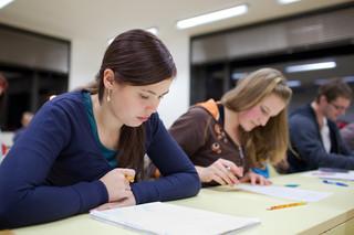 Zmiana lektora uzasadnia rozwiązanie umowy ze szkołą językową