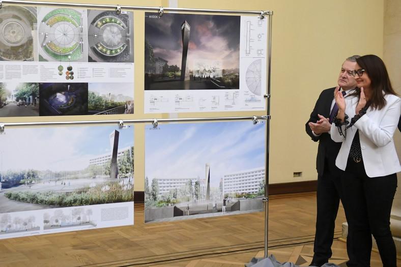 Wiceprezes Rady Ministrów, minister kultury i dziedzictwa narodowego Piotr Gliński i wiceprezydent Warszawy Renata Kaznowska