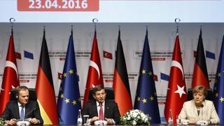 Tusk: UE przekaże Turcji latem 1 mld euro na pomoc dla uchodźców