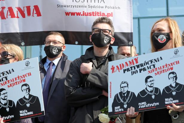 Protest przed siedzibą SN