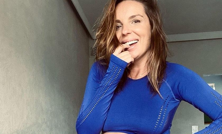 Agnieszka Włodarczyk pokazała się w kobaltowym stroju do ćwiczeń.