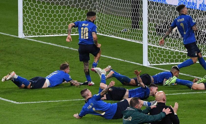 Włoski piłkarz z radości po wygraniu Euro 2020 zaliczył wpadkę.