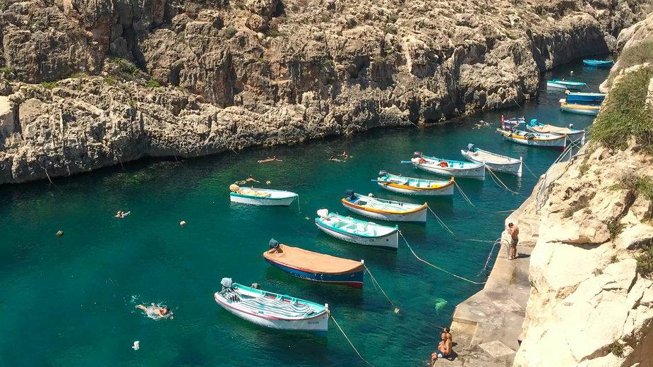 Kolorowe łodzie na Malcie