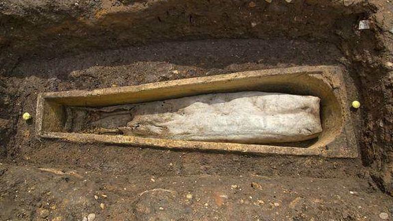 Money Rituals 'Sakawa' boy goes crazy after digging grave of