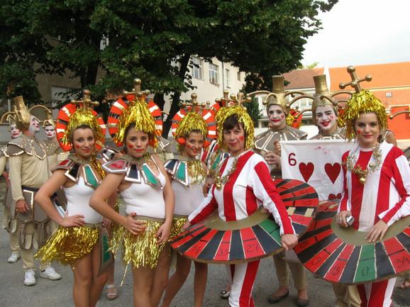 Karnevalske grupe stigle su iz Slovenije, Hrvatske, Makedonije, Bugarske, Crne Gore i mnogih gradova Srbije