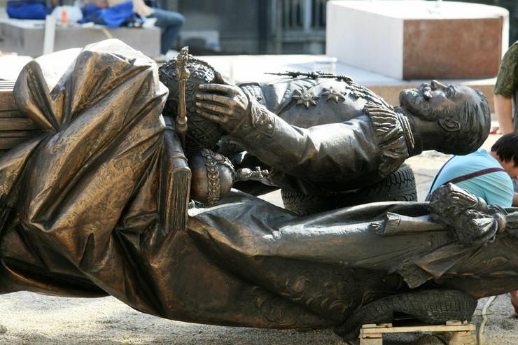 523033_nikolaj-statua111014rasfoto-petar-dimitrijevic-03