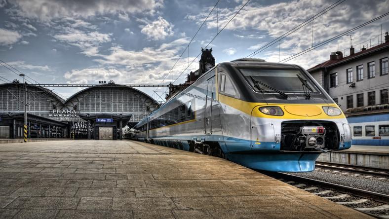 Polityk PiS wprost o pociągu Pendolino: Migają słupy, tory do…