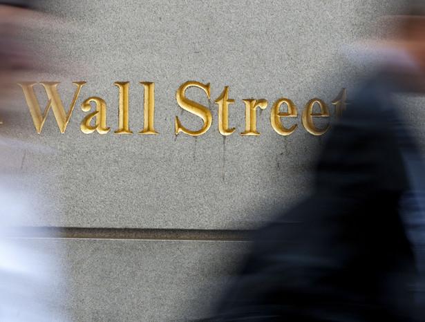 Indeksy giełdowe w Stanach Zjednoczonych spadły mocno w piątek w reakcji na eskalację protestów w Egipcie, gdzie ogłoszono godzinę policyjną. Fot. Bloomberg