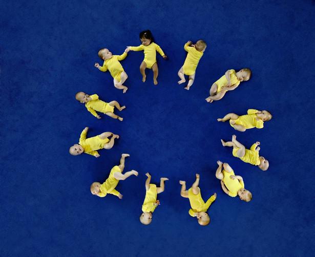 Dzieci we fladze Unii Europejskiej. © European Union, 2012