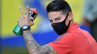 Everton hit back over James fitness row