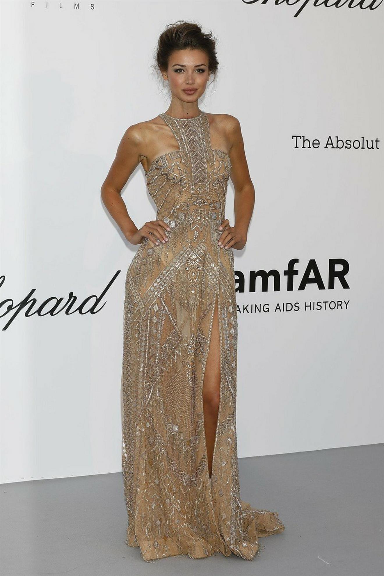 Zlatasta seksi haljina