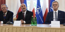 Rosja chce dokumentów od Macierewicza. Ambasador zaprzecza