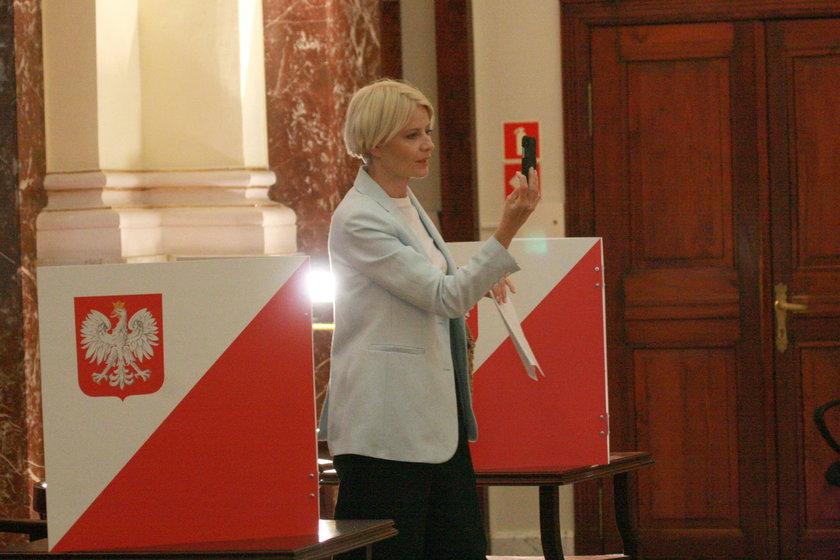 Wróciła z europejskich wojaży, aby oddać głos. Obywatelska postawa Małgorzaty Kożuchowskiej