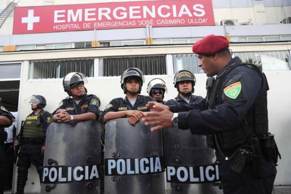 Policija ispred bolnice u Limi