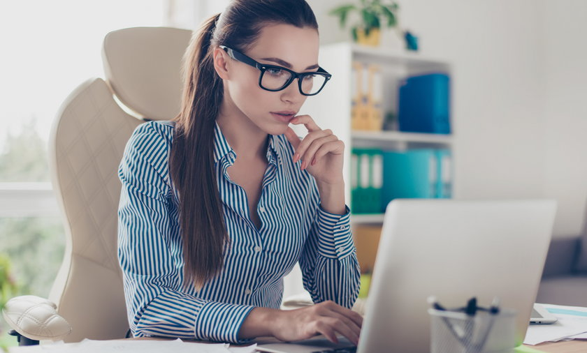 Kobieta laptop