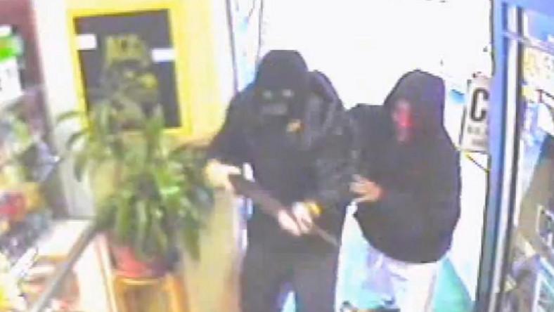 Piesek obronił sklep przed bandytami. Zobacz wideo