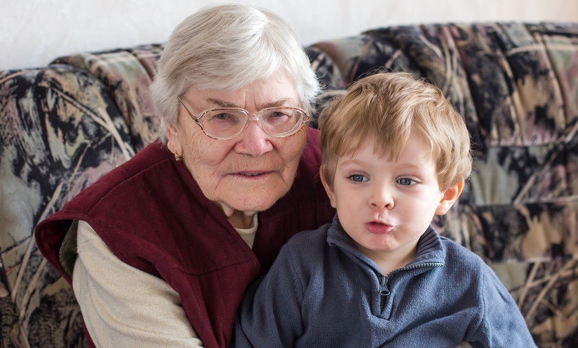 Babcia z wnuczkiem