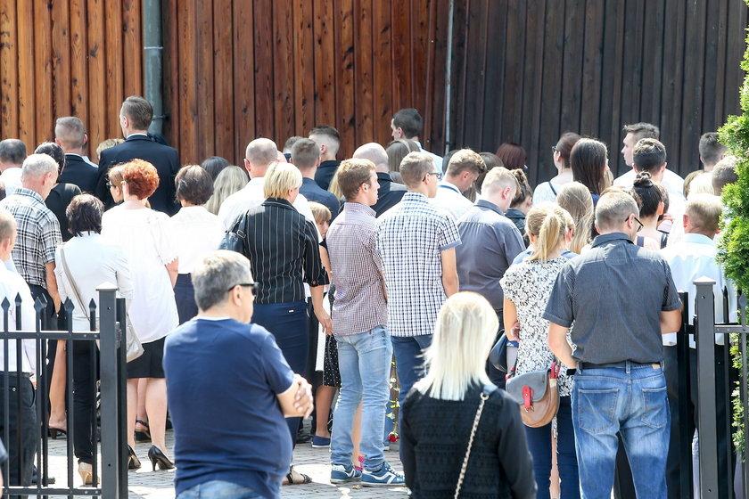 Tłumy na pogrzebie w Krzyszkowicach