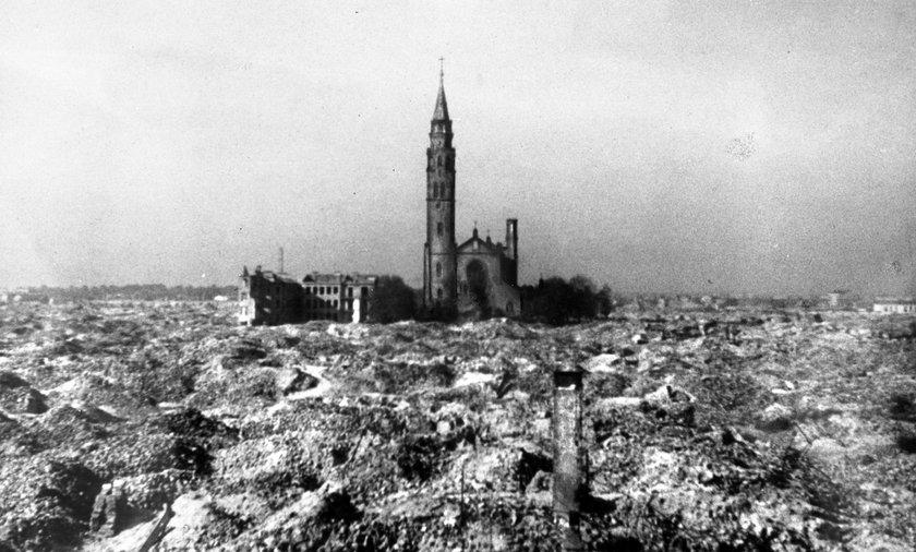 Z getta miał nie zostać kamień na kamieniu. Ocalał tylko jeden budynek -  kościół św. Augustyna - wykorzystywany jako magazyn.