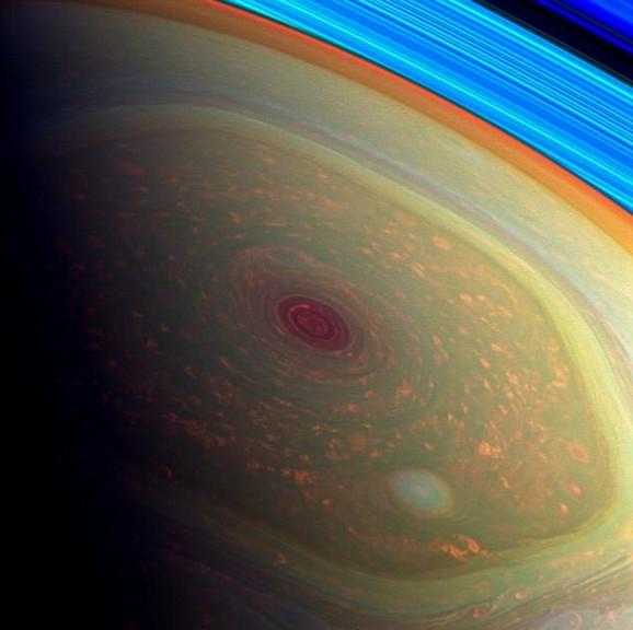 Umetnički prikaz oluja na Svernom polu Saturna