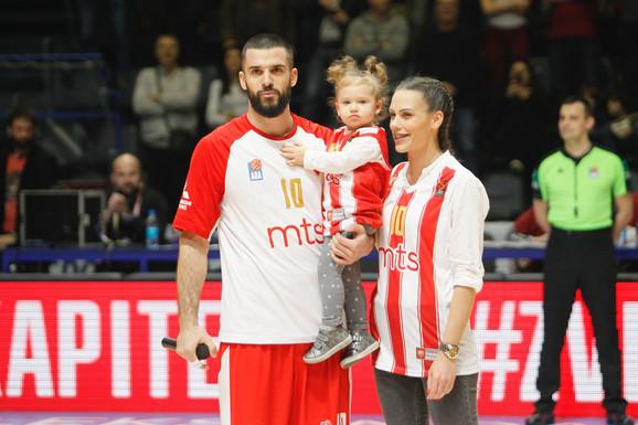 Branko Lazić sa ćerkom i suprugom